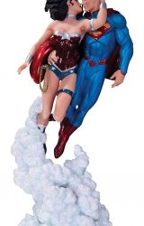 DC COL SUPERMAN WONDER WOMAN HOLIDAY KISS MINI STATUE